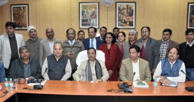 UP_Dy_CM ने कहा स्ववित्त पोषित शिक्षक संघ की मांगों पर जल्द होगा निर्णय