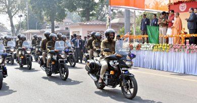 UPCM 'UP-100' दोपहिया PRV वाहनों को दिखाई हरी झंडी दिखाते हुए