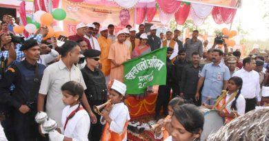UPCM ने प्रतापगढ़ में 'स्कूल चलो अभियान' रैली को हरी झंडी दिखाकर रवाना किया