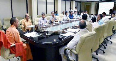 UPCM बुन्देलखण्ड में पेयजल की समस्या की समीक्षा बैठक करते हुए