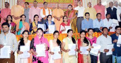 UPCM ने गोरखपुर में 854 BTC और T.E.T उत्तीर्ण प्रशिक्षणार्थियों को नियुक्ति पत्र प्रदान किया