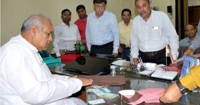 UPCM मंत्रिमडल के हथकरघा एवं वस्त्रोद्योग मंत्री हथकरघा निगम एवं यूपिका के कार्यों की समीक्षा की