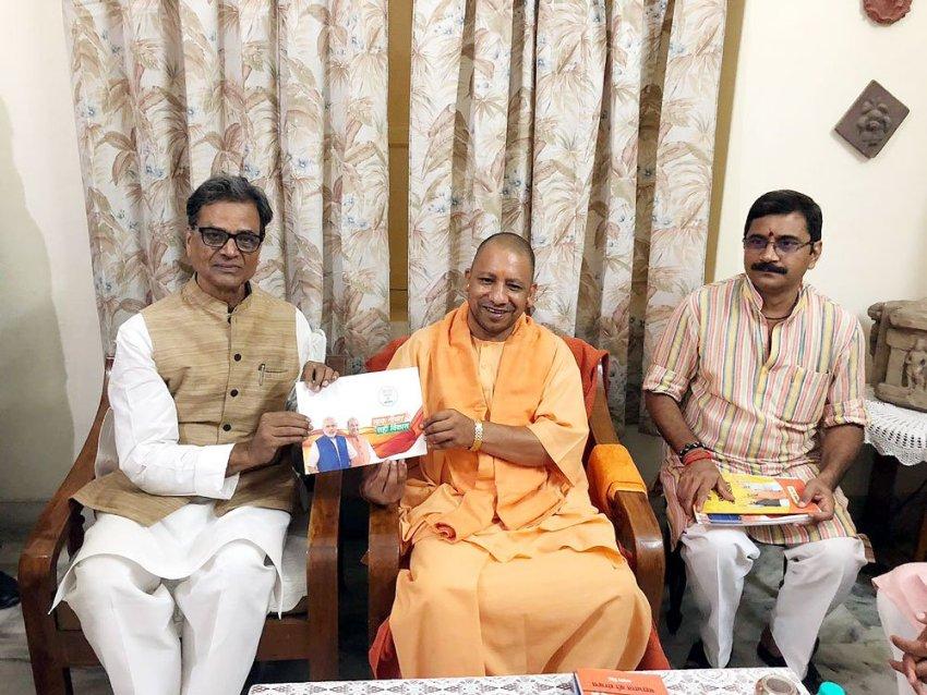 UPCM ने वाराणसी में सम्पर्क फार समर्थन के तहत इस्पात मंत्रालय भारत सरकार के सुरेन्द्र प्रताप से मुलाकात की