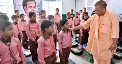 UPCM ने औरैया में विद्यालय निरीक्षण के दौरान बच्चों से पढ़ाई के बारे में जानकारी ली