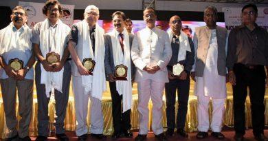 UP_Dy_CM ने पर्यटन भवन में आयोजित 'चिकित्सक दिवस-2018' कार्यक्रम का शुभारम्भ किया