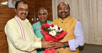 UP_Dy_CM से लैकफेड के नव निर्वाचित सभापति वीरेन्द्र कुमार तिवारी ने मुलाकात की