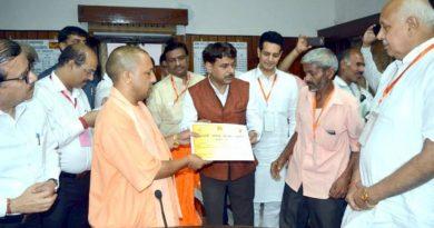 UPCM ने सहारनपुर में विभिन्न जनकल्याणकारी योजनाओं के लाभार्थियों को प्रमाण-पत्र प्रदान किए