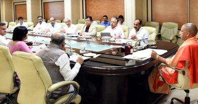 UPCM शास्त्री भवन में स्वच्छता से सम्बन्धित कार्ययोजनाओं और कानपुर की टैनरीज़ की शिफ्टिंग की प्रगति की समीक्षा बैठक करते हुए