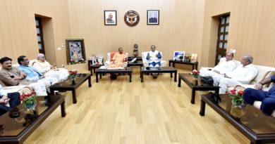 UPCM से गुजरात के मुख्यमंत्री विजय रूपाणी मुलाकात करते हुए