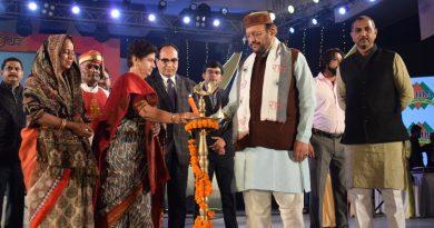 UPCM मंत्रिमंडल के नगर विकास मंत्री ने लखनऊ महोत्सव स्थल पर स्वच्छता के लिए प्रेरणा स्टाल का उद्घाटन किया