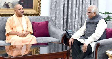 UPCM राजभवन में राज्यपाल राम नाईक से शिष्टाचार भेंट करते हुए