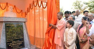 UPCM ने गोरखपुर में स्व. बाबू प्रताप नारायण सिंह की प्रतिमा का अनावरण कर माल्यार्पण किया