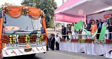 UPCM ने परिवहन सेवाओं को सुगम एवं सुदृढ़ बनाने के लिए बसों को हरी झंडी दिखाकर रवाना किया