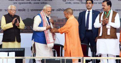 UPCM PM-मोदी का वाराणसी में स्वागत करते हुए