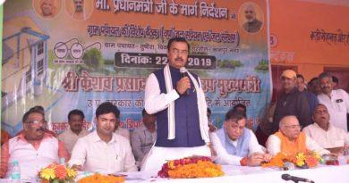 उप मुख्यमंत्री केशव प्रसाद मौर्य ग्राम पंचायत तुषौरा की विशेष बैठक में शामिल हुए