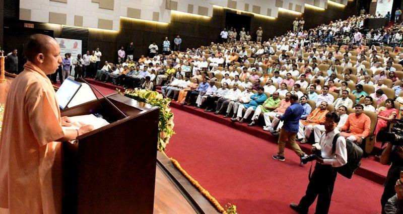 UPCM लोक भवन में किसान पाठशाला 'द मिलियन फार्मर्स स्कूल 3.0' समारोह को संबोधित करते हुए