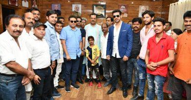उप मुख्यमंत्री केशव प्रसाद मौर्य से 'लखनऊ जंक्शन' फिल्म के कलाकारों ने भेंट की