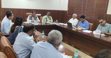 नगर विकास मंत्री ने अधिकारियों के साथ विभागीय समीक्षा बैठक की