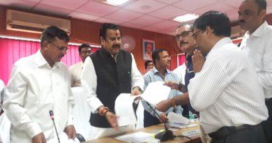 मंत्री डा. महेन्द्र सिंह ने नव पदोन्नत #BDO को उनके परफारमेन्स के आधार पर पूछ कर तैनाती पत्र प्रदान किया