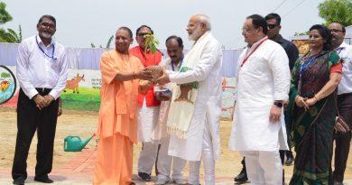 UPCM NEWS, PM मोदी ने वाराणसी में पौधा रोपित कर पर्यावरण संरक्षण का संदेश दिया