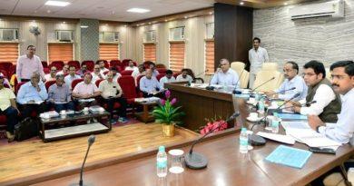ऊर्जा मंत्री ने निर्माणाधीन तापीय विद्युत परियोजनाओं और पारेषण इकाईयों की समीक्षा की