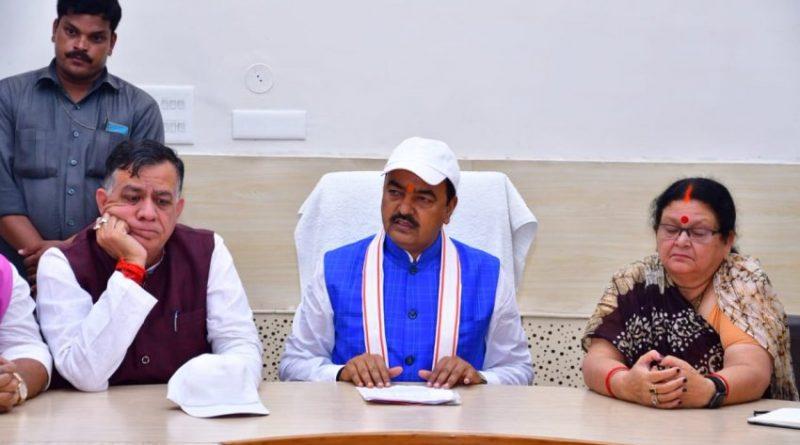 उप मुख्यमंत्री ने कानपुर नगर में जन प्रतिनिधियों और अधिकारियों के साथ उच्चस्तरीय समीक्षा बैठक की