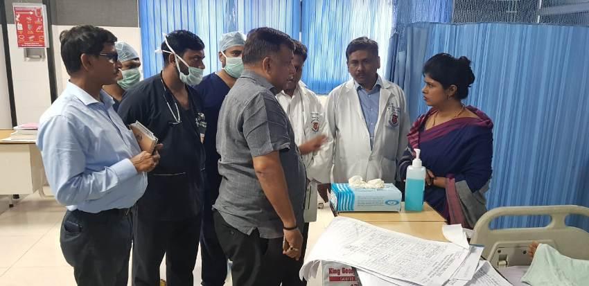 राज्य मंत्री स्वाति सिंह ने #KGMU में उन्नाव की पीड़िता बेटी के स्वास्थ्य का हाल जाना