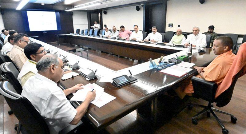 UPCM योगी आदित्यनाथ ने लोक भवन में गो सेवा आयोग के साथ बैठक की