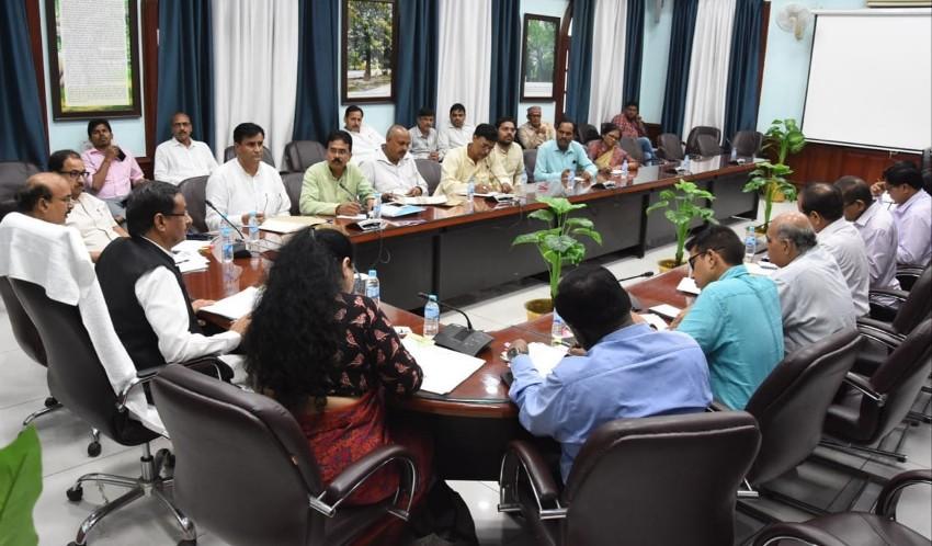 उप मुख्यमंत्री ने राजकीय शिक्षक संघ और माध्यमिक व्यवसायिक शिक्षक संघ के साथ बैठक की