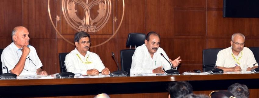 मंत्री दारा सिंह चौहान ने लोकभवन स्थित मीडिया सेन्टर में प्रेस प्रतिनिधियों को सम्बोधित किया