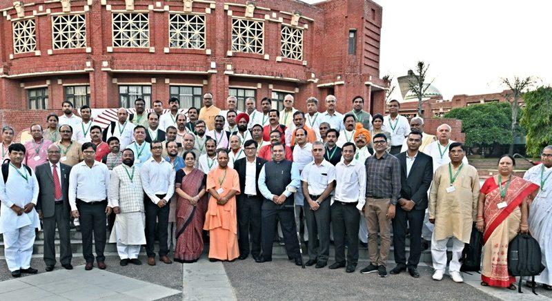 UPCM योगी ने 'मंथन-1' कार्यक्रम के समापन पर मीडिया प्रतिनिधियों से वार्ता की