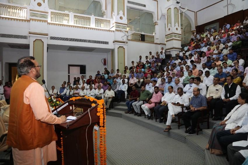 चिकित्सा शिक्षा मंत्री सुरेश कुमार खन्ना ने #KGMU के चिकित्सकों से मुलाकात की