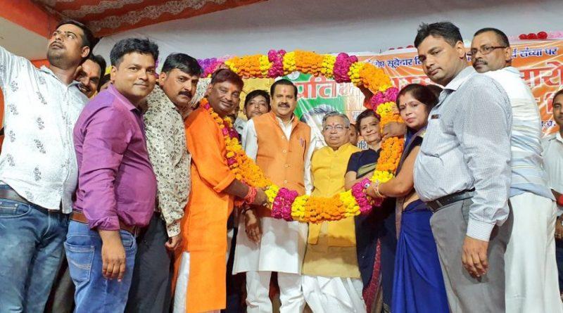 मंत्री डॉ. महेंद्र सिंह ने 'प्रतिभा सम्मान समारोह' में मेधावी छात्रों को सम्मानित किया