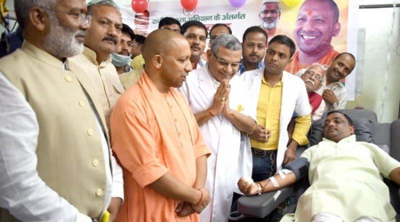 UPCM ने #PM_मोदी के जन्मदिन के अवसर पर गुरु श्री गोरक्षनाथ चिकित्सालय के ब्लड बैंक में आयोजित रक्तदान शिविर का उद्घाटन किया