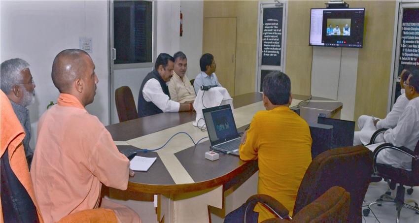UPCM योगी ने आगरा में 'तरक्की का राजमार्ग' कार्यक्रम को सम्बोधित किया