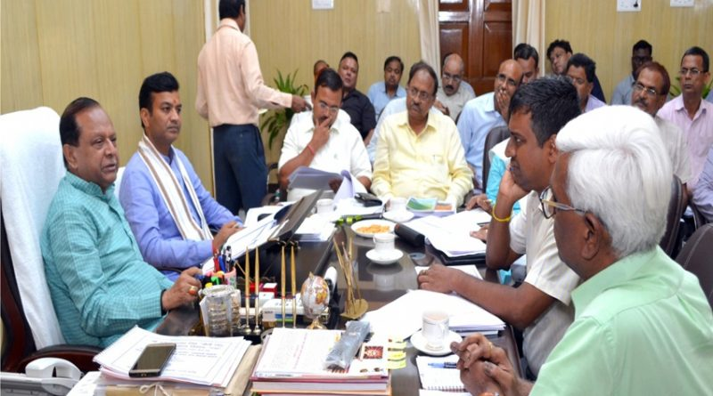 ग्राम्य विकास मंत्री मोती सिंह ने विभागीय समीक्षा बैठक की