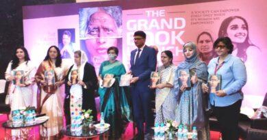 महापौर संयुक्ता भाटिया ने 'द ग्रैंड डॉटर पुस्तक' का विमोचन किया