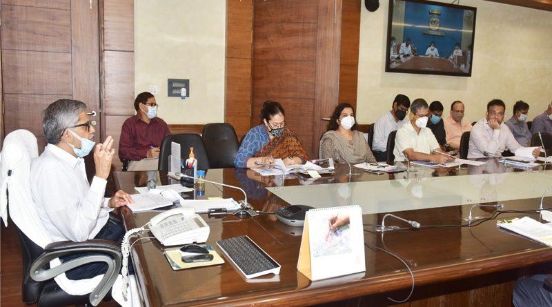 मुख्य सचिव राजेन्द्र कुमार तिवारी ने गोरखपुर के विकास कार्यों की समीक्षा बैठक की
