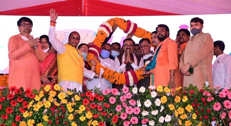उप मुख्यमंत्री ने कानपुर नगर में विभिन्न परियोजनाओं का लोकार्पण व शिलान्यास किया