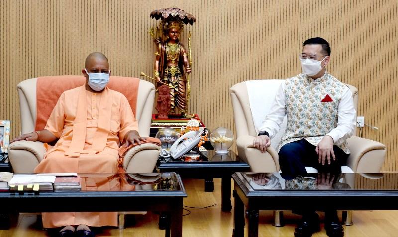 यूपी सीएम योगी से सिंगापुर के उच्चायुक्त साइमन वॉन्ग वी कुएन ने मुलाकात की
