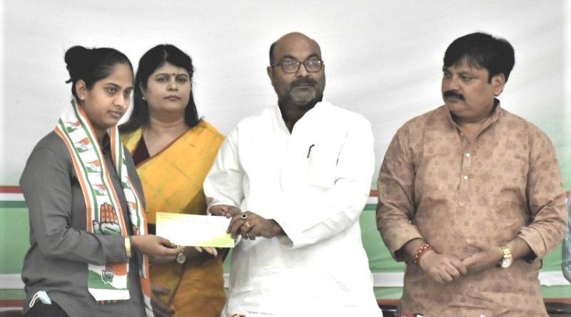 Congress: प्रियंका गांधी द्वारा 40 फ़ीसदी महिलाओं को टिकट देने का ऐलान लाने लगा रंग