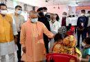 CM Yogi: निराला नगर में संचालित कोविड वैक्सीनेशन सेन्टर का किया निरीक्षण