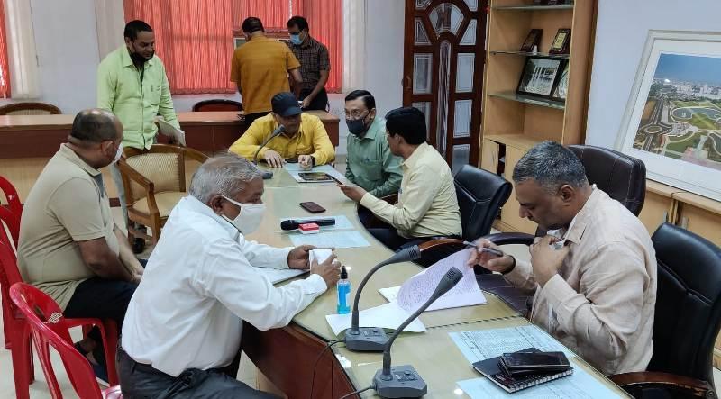 """LDA Lucknow: आवंटियों की समस्याओं की सुनवाई के लिए """"प्राधिकरण दिवस"""" आयोजित"""